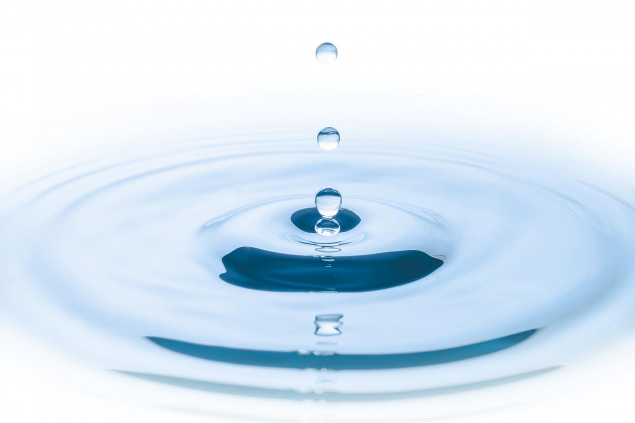 blue-water-drop-falling-down-circles-wave